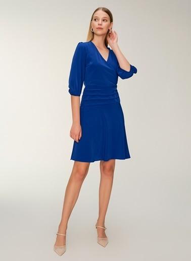 NGSTYLE Kruvaze Yakalı Büzgü Detaylı Elbise Saks